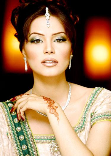 Mehndi Party Makeup : Mehndi and party makeup pegham seekho aur sikhao
